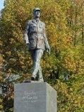 Charles de Gaulle Statue